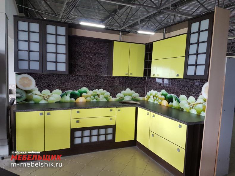 Кухонный гарнитур в фисташковом цвете