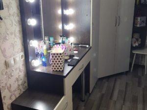 Тулетный столик с подсветкой