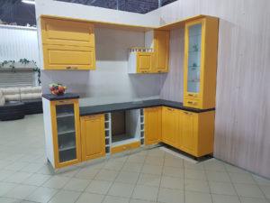 Кухонный гарнитур в жёлтых тонах